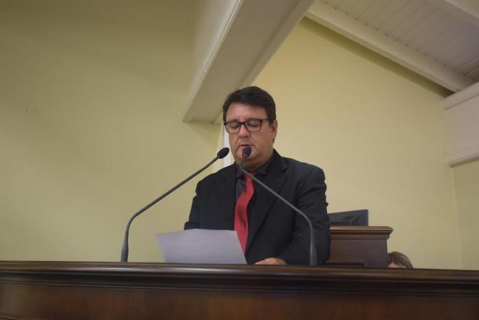 Dr. Ubiratã pede informações à Prefeitura