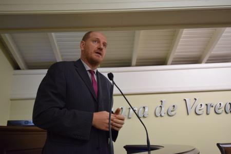 Professor Daniel pede recapeamento no bairro Piratini